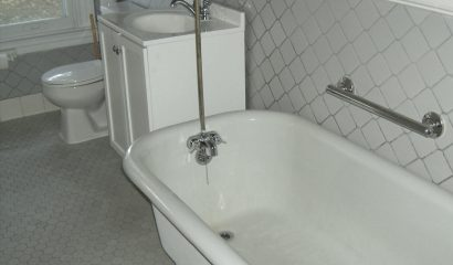 Antique Tub - 36 Nathan Hale Historic Apartments