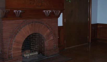 Original Fireplace - 36 Nathan Hale Historic Apartments